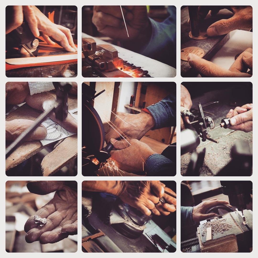 職人達から生まれてくる感性をみごとに形にしてくれる機械や道具たち。お客様が理想とするオリジナルブランドのキーホルダーやアクセサリーを作り上げる為に、メタルハウスでは、プレス、鋳物、削り出し、腐食、、様々な製法を使いこなします。また、真ちゅう、鉄、銀、亜鉛、アルミニウム、ステンレス、様々な素材も取り扱うことが可能です。