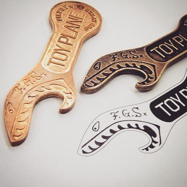 メタルハウスにて製作させて頂いた、オリジナルロゴを刻印したオーダーメイドのキーホルダー、ホテルキー、靴べら、栓抜き、アクセサリーのコレクション。