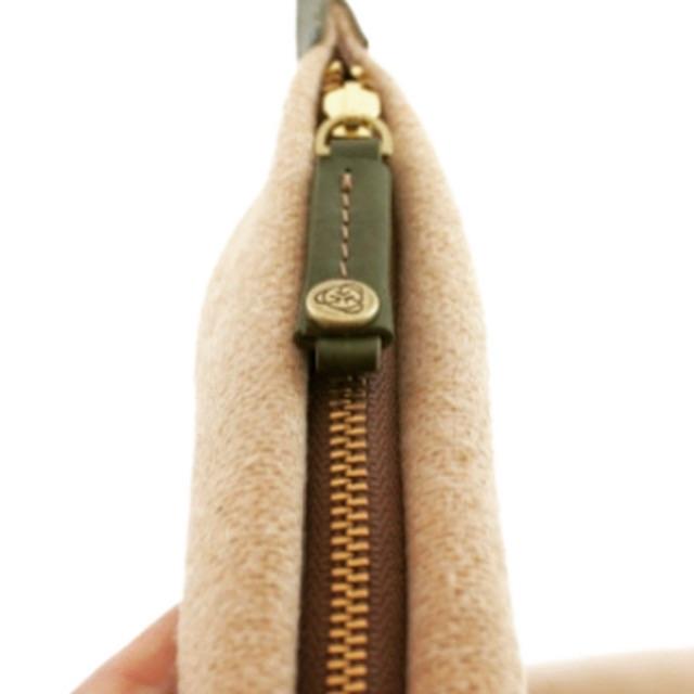 🔨 ブランドのネームが刻印されたオリジナル金具の作成には通常、共通のデザインでも大きさの微妙な違いや、仕様用途の違いにより使用する金型を複数作成する必要がありましたが、メタルハウスでは、裏面に様々な用途のパーツを熟練の技術にて溶接することで、1つの金型で複数の用途に使用可能なオリジナル金具を作成することが可能になりました。        🔨 引き手やスライダー、ボタンやホックなど、用途の違う使い道に1つの金型製作にて使い分けることができます。